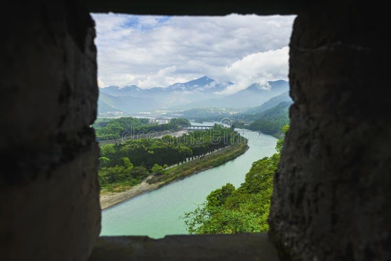 Garde de négligence de l'eau de Dujiangyan par le rempart photographie stock libre de droits