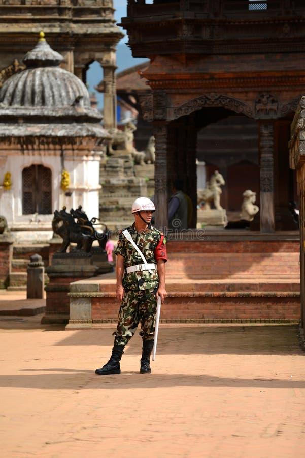 Garde de Nepali d'honneur dans Bhaktapur image stock