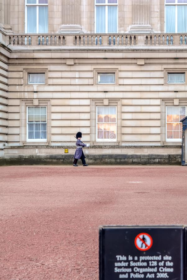 Garde de pied du ` s de reine au Buckingham Palace photo libre de droits