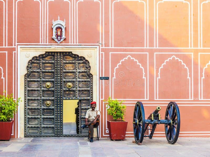 Garde indienne à l'entrée photo stock