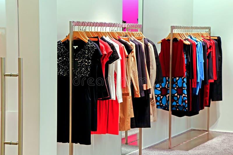 Garde-robe de magasin de mode photos libres de droits
