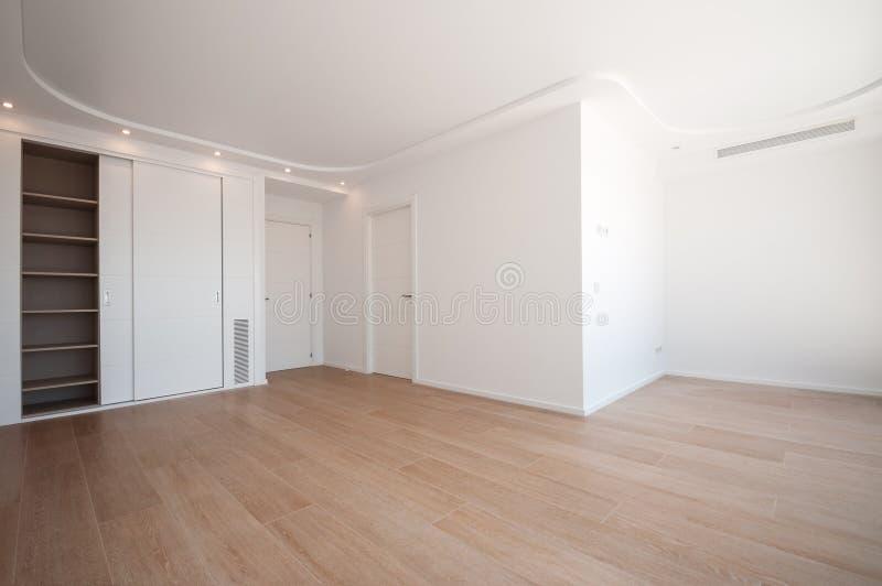 Garde-robes intégrées vides Nouvelle maison, salles vides image stock