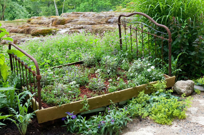 Garden installation with the old bed