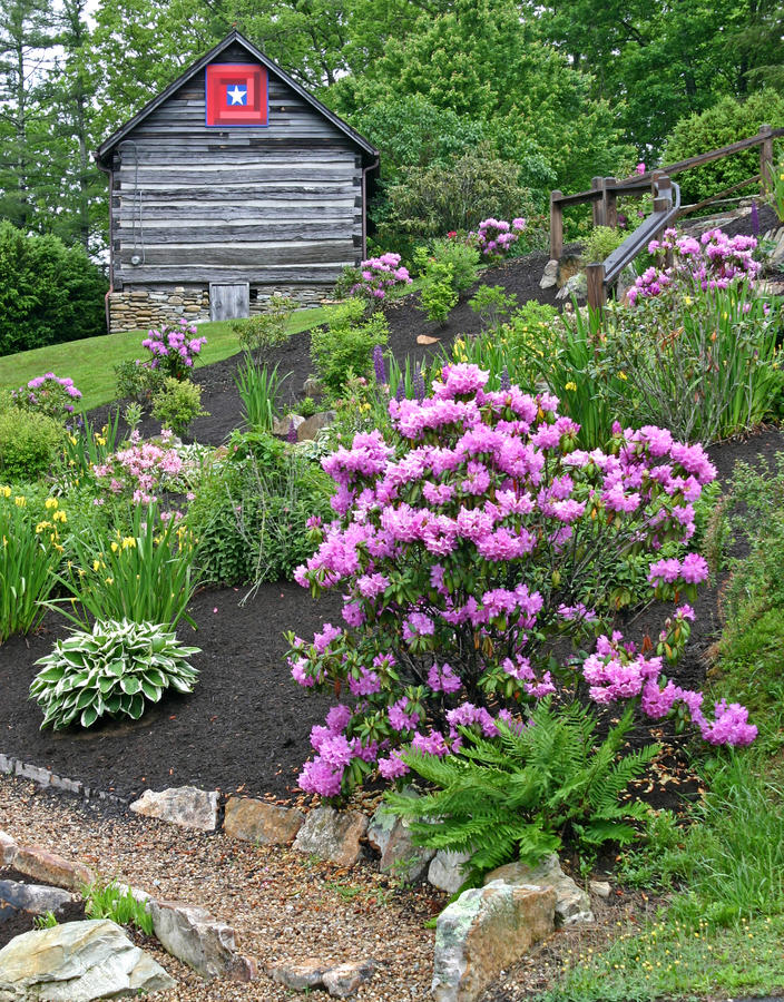 Free Garden & Log Cabin Vertical Royalty Free Stock Photo - 93505625