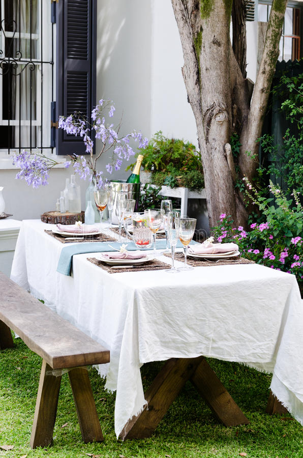 Simple rustic country style table setting for a party gathering in a casual outdoor garden setting & Garden party table setting stock image. Image of gathering - 58036381