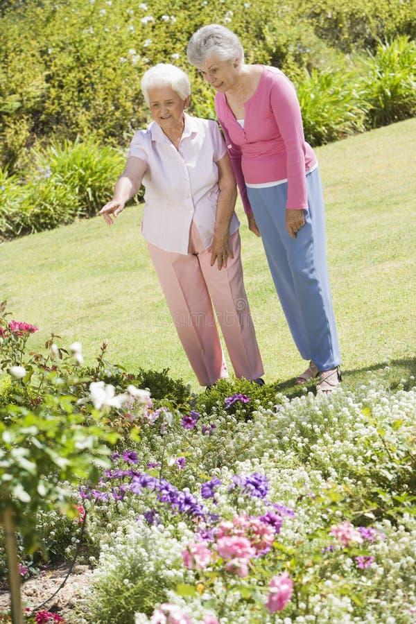 garden senior women στοκ φωτογραφίες