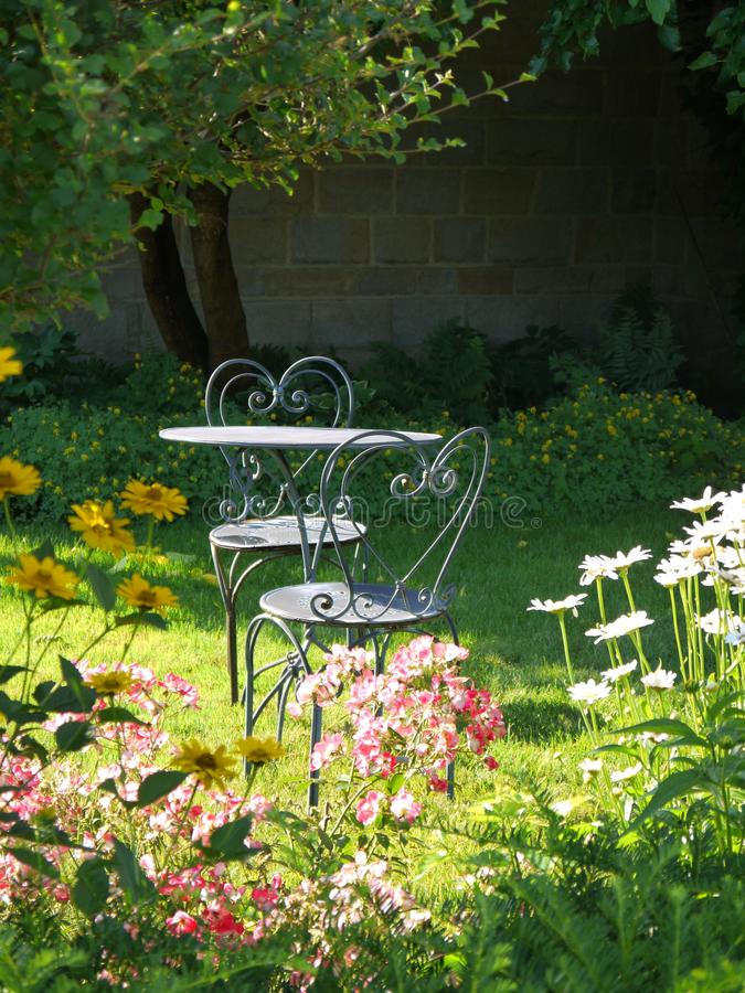 Download Garden: Sunlit Table And Chairs Stock Image - Image of metal, sunny: 20275443
