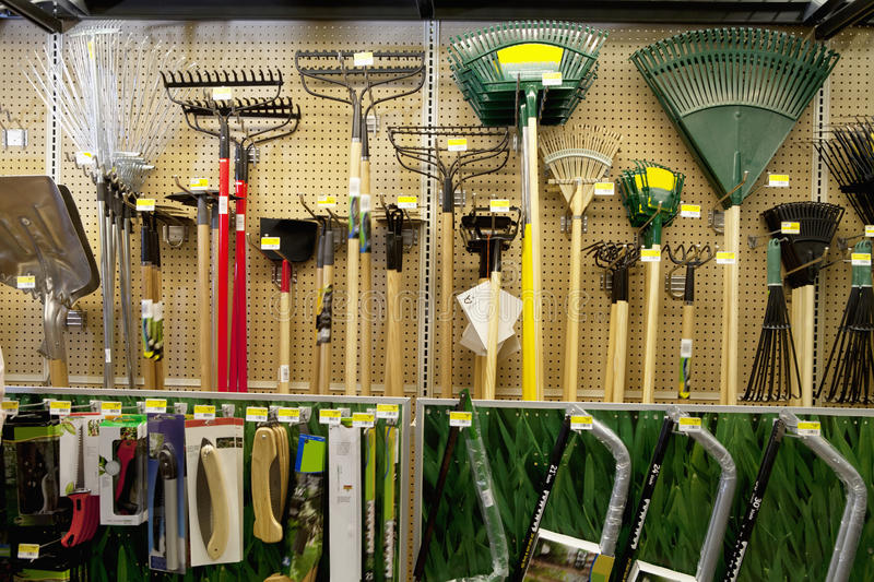 Gardening tools on display in store stock image image of for Attrezzi giardinaggio