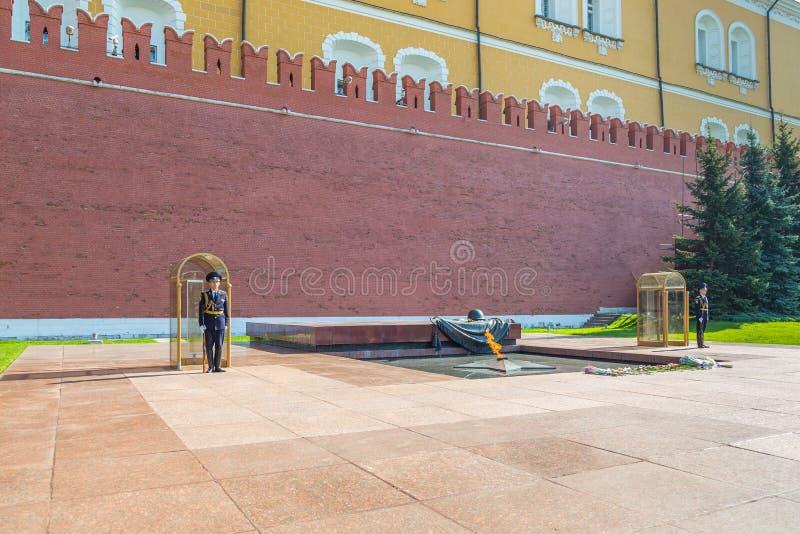 Gardes à la tombe du soldat inconnu, Moscou, Russie photo libre de droits