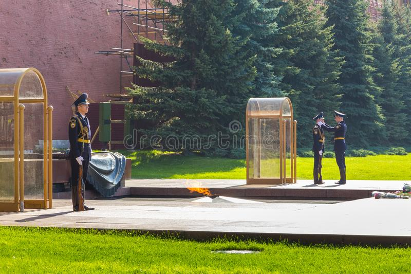 Gardes à la tombe du soldat inconnu, Moscou, Russie images libres de droits
