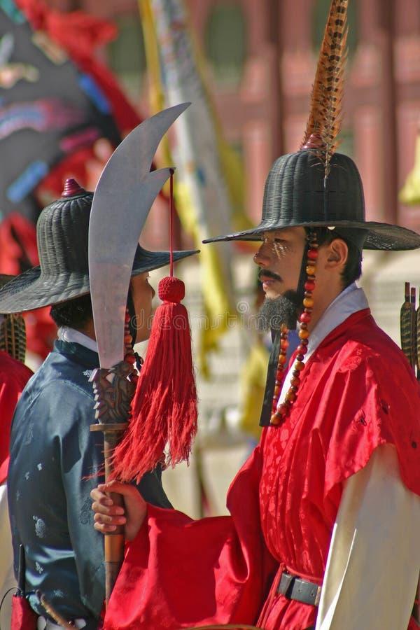 Gardes au palais Séoul, Corée du Sud de Gyeongbok photos stock