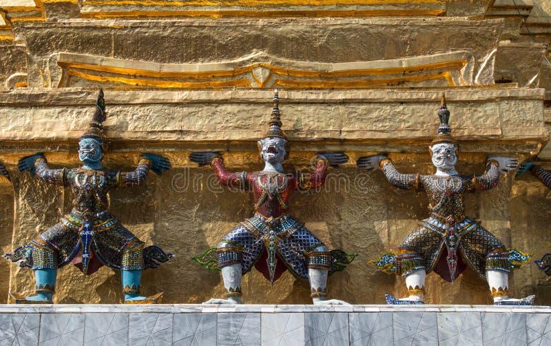 Gardien de démon en Wat Phra Kaew, point de repère célèbre de Bangkok de la Thaïlande photos stock