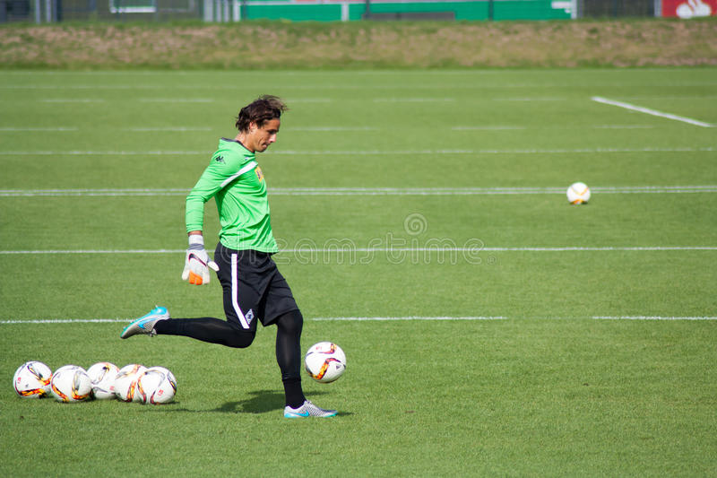 Gardien de but Yann Sommer dans la robe de Borussia Monchengladbach photo stock