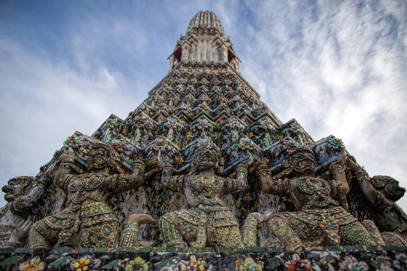Download Gardiens Géants Chez Wat Pho Photo stock - Image du religieux, décoration: 56483886