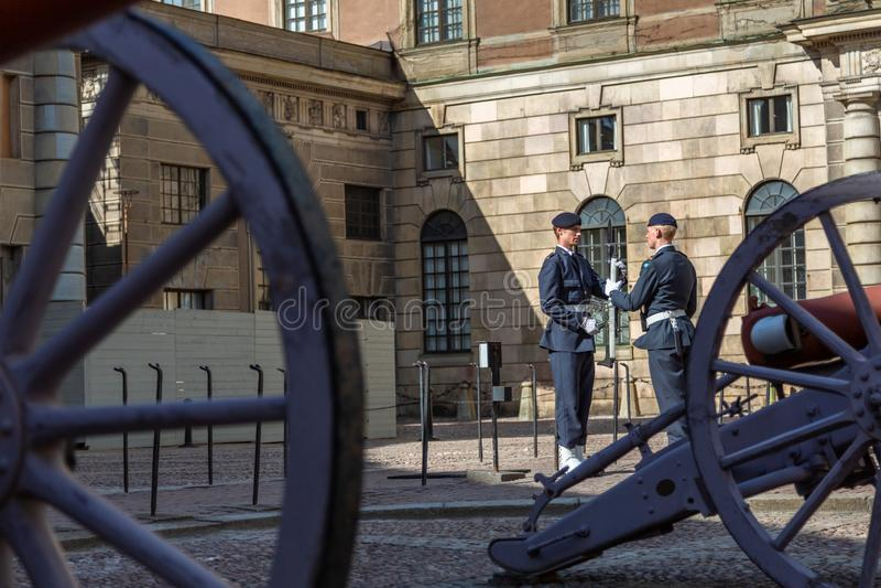 Gardistvaktändring nära svenska Royal Palace arkivbild
