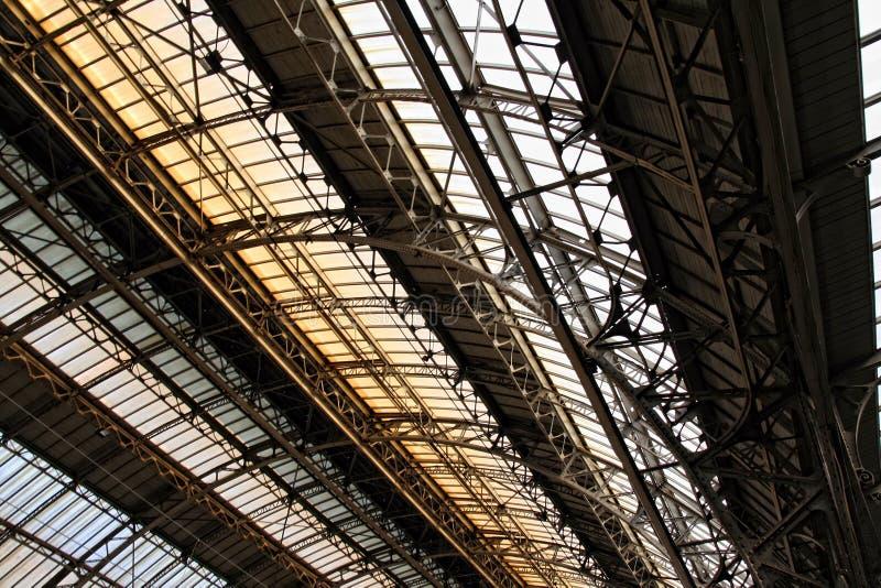 Gare d'intérieur de plafond dans Lvov photos stock
