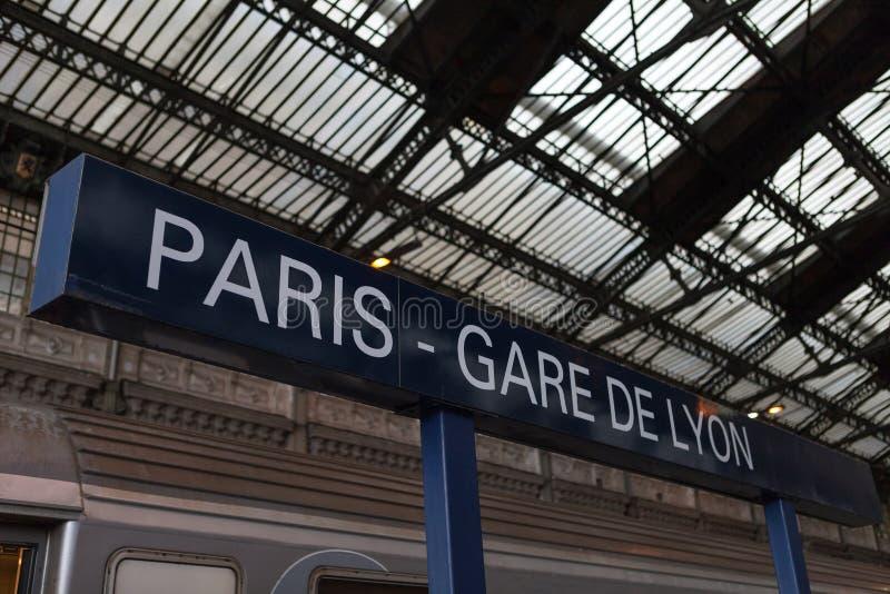 Gare de Lyonstationstecken royaltyfri fotografi