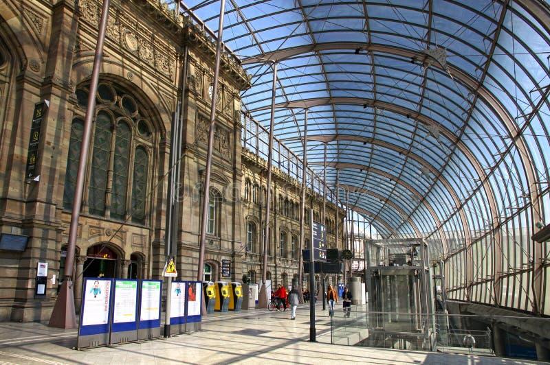 Gare de Strasbourg, den huvudsakliga järnvägsstationen av den Strasbourg staden royaltyfri foto