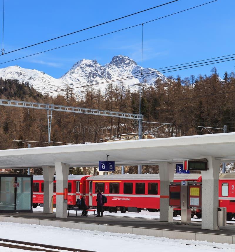 Gare ferroviaire à St Moritz, Suisse photos libres de droits