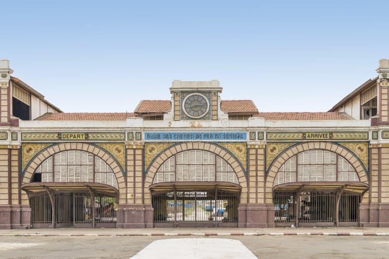 Gare ferroviaire abandonnée de Dakar, Sénégal, bâtiment colonial images libres de droits