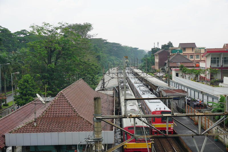 Gare ferroviaire après pluie dans le depok Indonésie photographie stock libre de droits