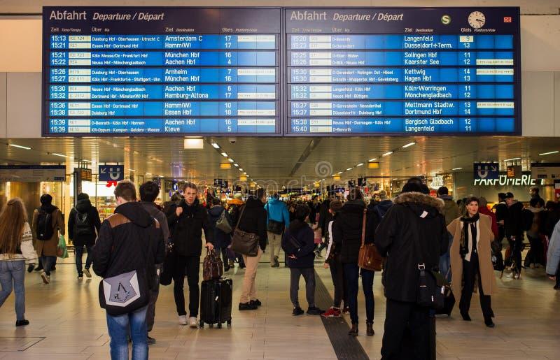 Gare ferroviaire centrale à Duesseldorf, Allemagne photos libres de droits