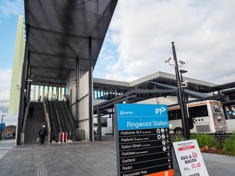 Gare ferroviaire de Ringwood dans la ville de Maroondah dans les banlieues orientales de Melbourne images stock