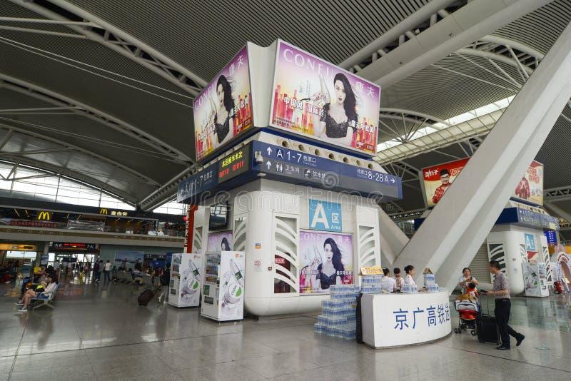 Gare ferroviaire du sud de Guangzhou en Chine images libres de droits