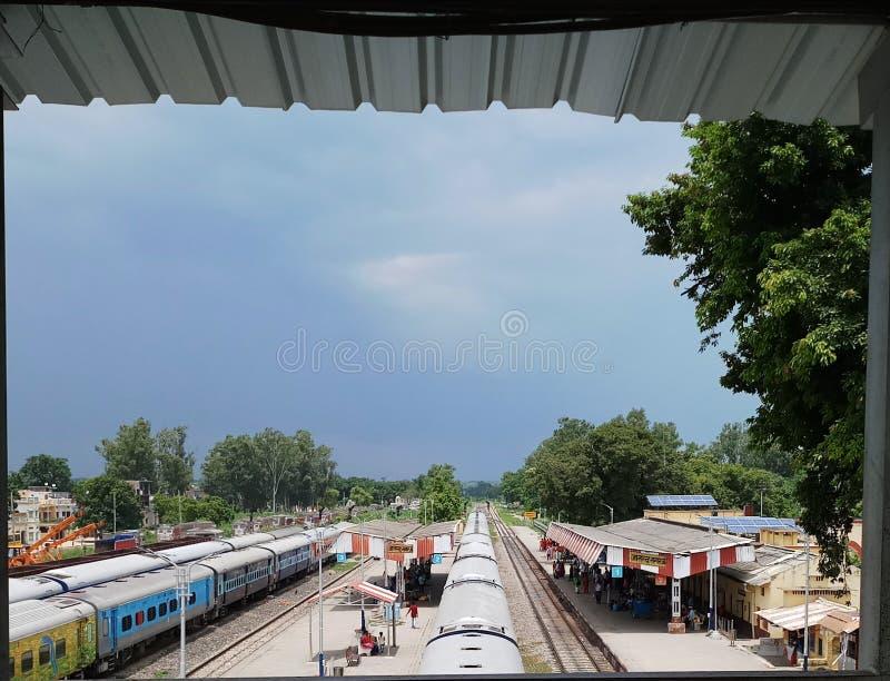 Gare ferroviaire indienne de scènes naturelles images libres de droits