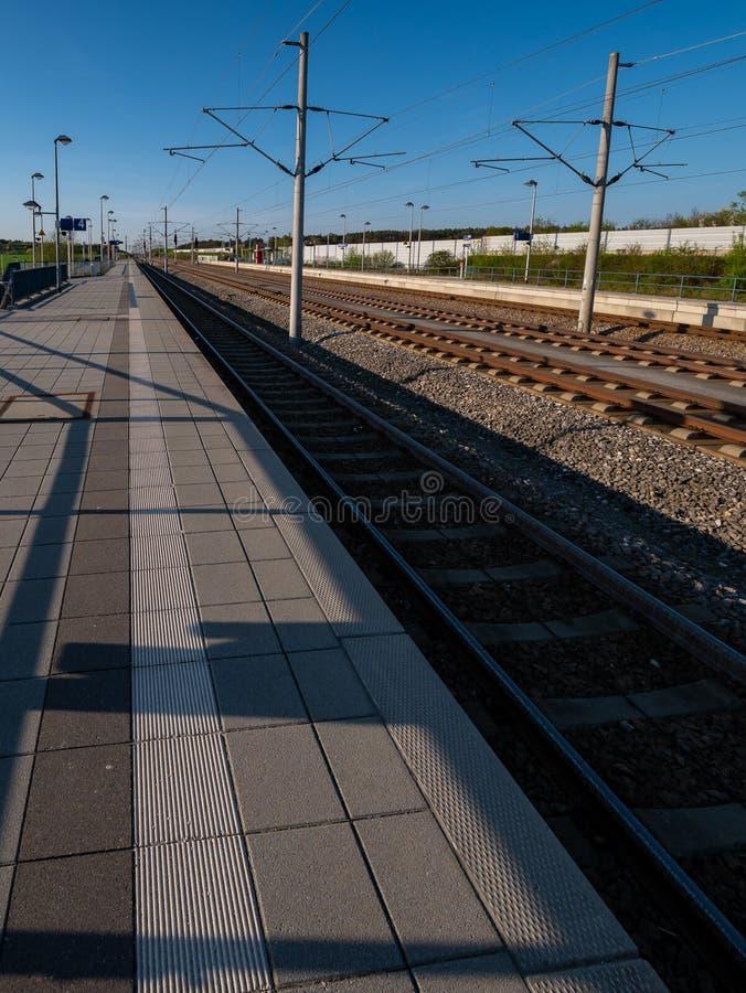 Gare ferroviaire sans train images libres de droits