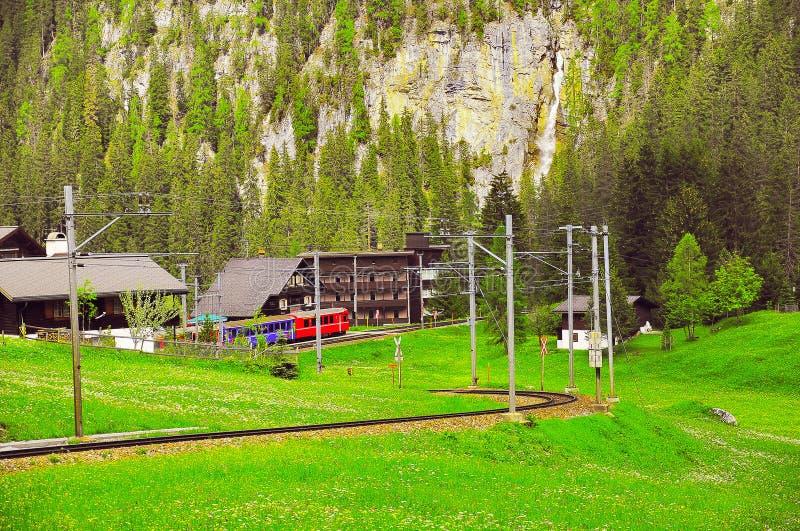 Gare ferroviaire sur le fond de paysage de campagne photographie stock