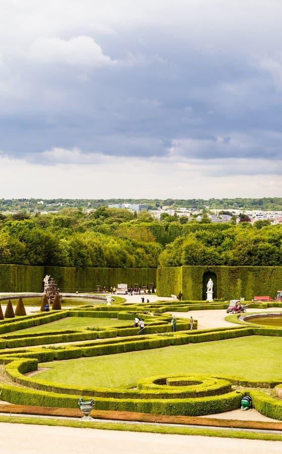 Garez de la fenêtre du palais de Versailles photo stock