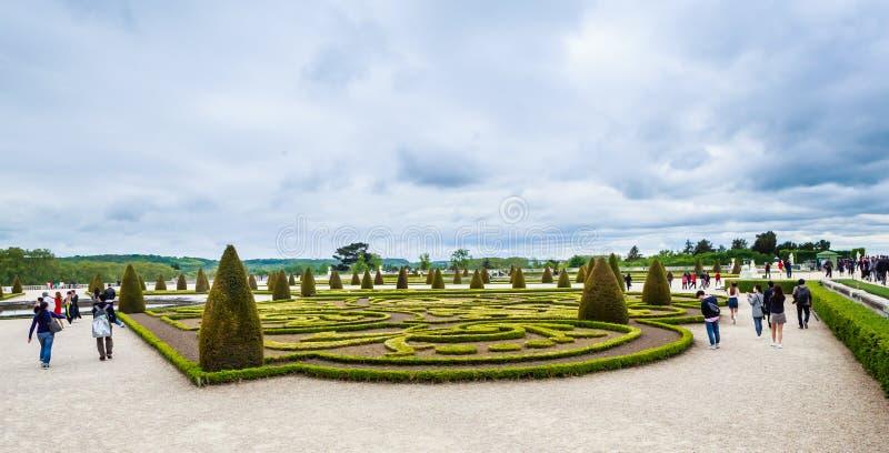 Garez de la fenêtre du palais de Versailles photographie stock libre de droits