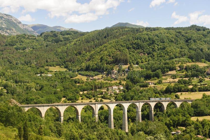 garfagnanaliggande tuscany royaltyfri fotografi