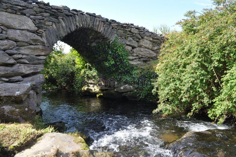 Garfinnybrug in Dingle, Provincie Kerry, Ierland royalty-vrije stock afbeelding