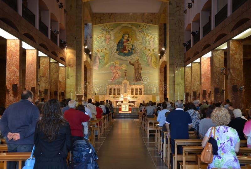 GARGANO - 15 DE SETEMBRO: Interior do delle Grazie de Santuario Santa Maria. 15 de setembro de 2013 imagens de stock royalty free