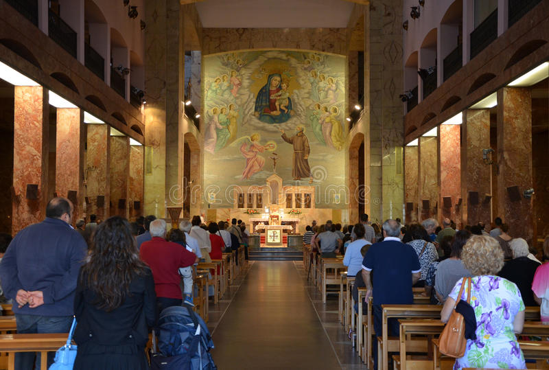 GARGANO - 15 SEP: Binnenland van Santuario Santa Maria delle Grazie. 15 september, 2013 royalty-vrije stock afbeeldingen