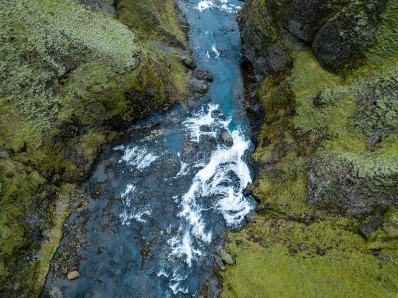 Garganta épico Islândia do sul do ` s de Islândia da garganta de Fjadrargljufur foto de stock
