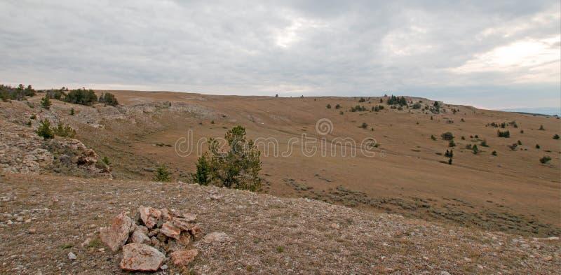 Garganta/bacia da xícara de chá em Sykes Ridge nas montanhas na fronteira estadual de Wyoming Montana - EUA de Pryor foto de stock