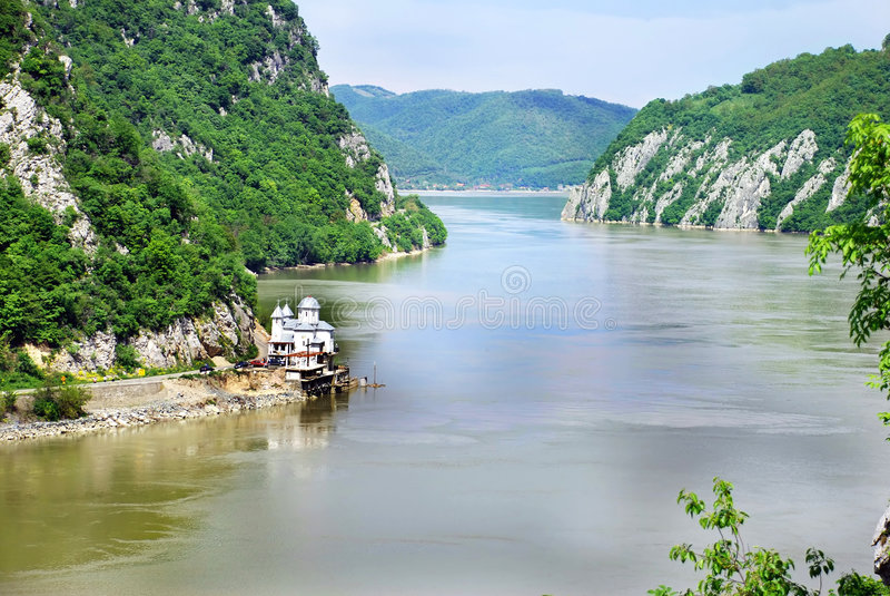 Garganta de Danúbio entre Serbia e Romania imagem de stock royalty free