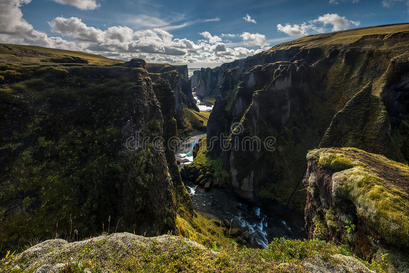 Garganta de Fjadrargljufur, Islândia imagens de stock