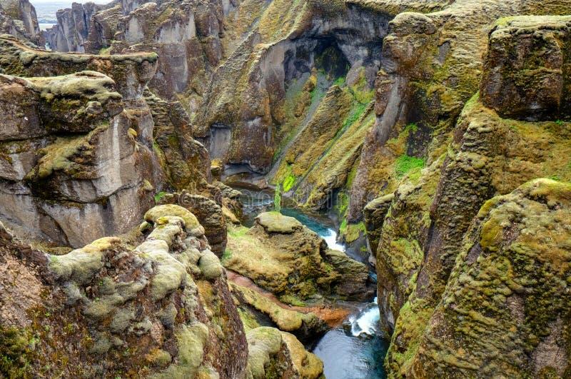 A garganta de Fjadrargljufur, Islândia imagem de stock