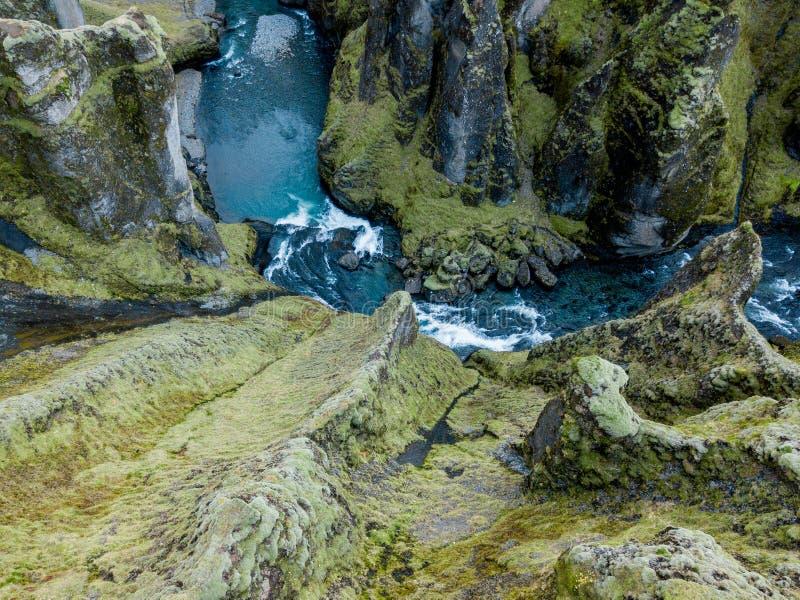 Garganta de Fjadrargljufur, Islândia, Islândia sul, vista impressionante verde uma da garganta a mais bonita imagem de stock