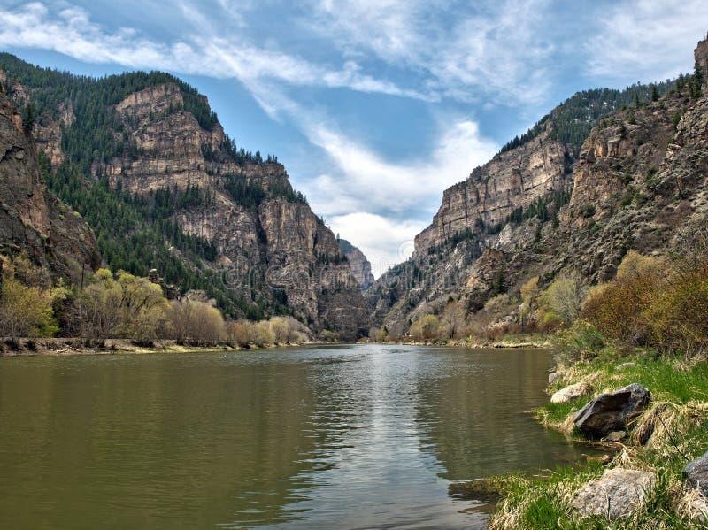 Garganta de Glenwood, Colorado, perto da fuga de suspensão do lago foto de stock