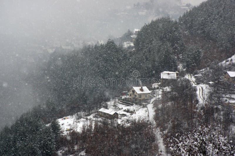 Garganta del río de Iskar, cerca de Svoge, Bulgaria - imagen del invierno fotografía de archivo libre de regalías