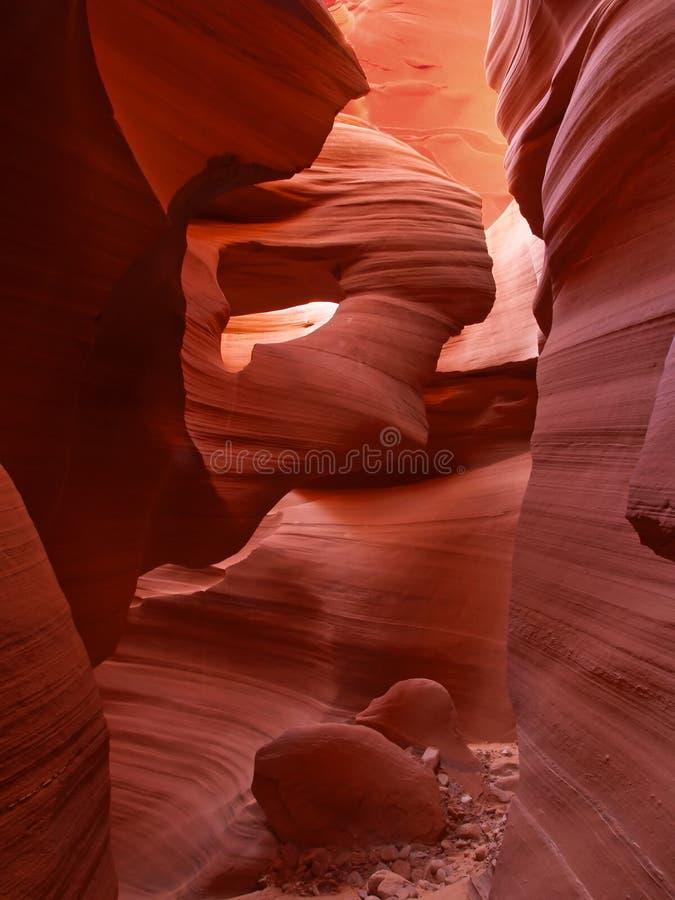 A garganta mais baixa do entalhe do antílope perto da página no Arizona imagens de stock