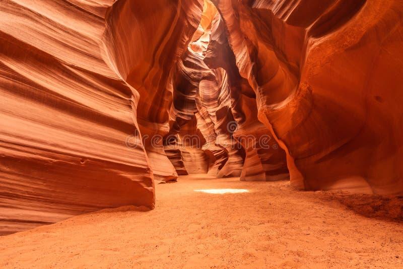 A garganta superior do antílope é a caverna vermelha da rocha da areia no deserto, it& x27; s situado na página, o Arizona, estad fotos de stock royalty free