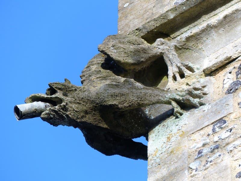 Gargouille bovenop de toren van St Michael Kerk van Engeland, Chenies royalty-vrije stock afbeelding