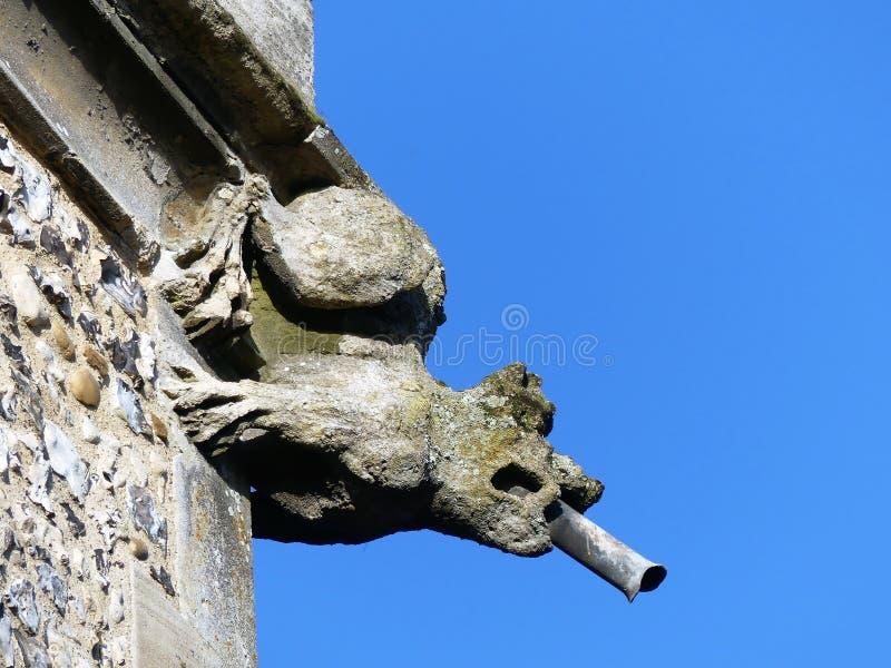 Gargouille sur la tour de l'?glise de St Michael de l'Angleterre, Chenies photographie stock