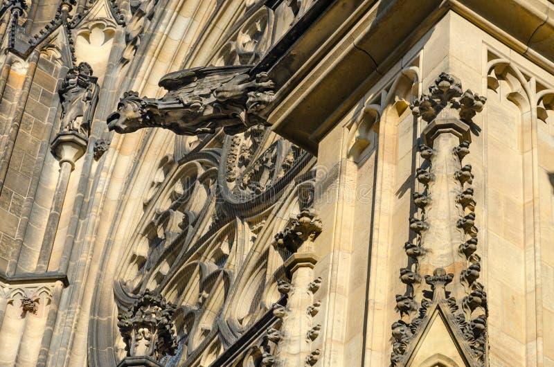 Gargouille sur le bâtiment de St Vitus Cathedral dans le château de Prague, Prague, République Tchèque images stock
